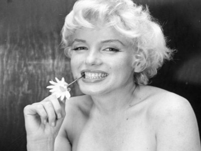 Marilyn Monroe posando para una foto