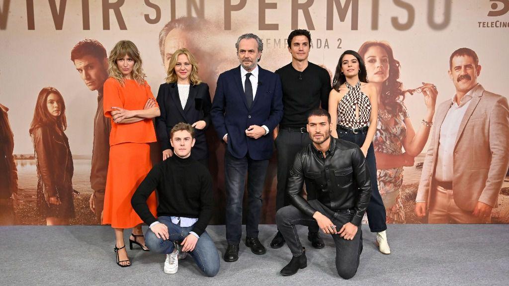 Imagen del elenco de vivir sin permiso