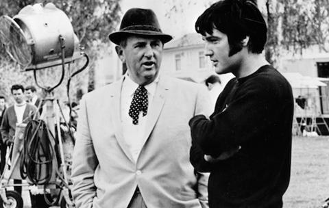 Tom Parker y Elvis Presley durante un rodaje
